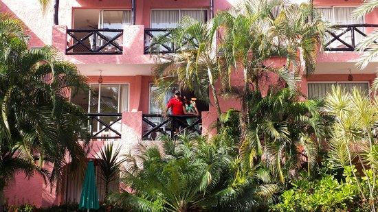Hotel Coral Caribe: Apto à beira da piscina...