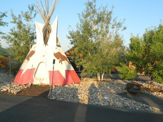 Frontier Cabins Motel: One of the Teepees