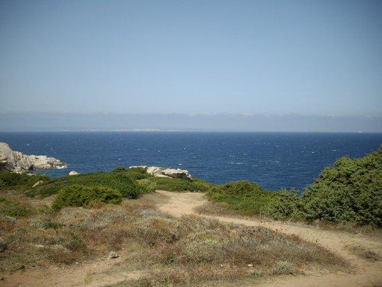 Capo Testa: e davanti a noi la Corsica