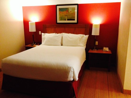Residence Inn Richmond West End: Bed