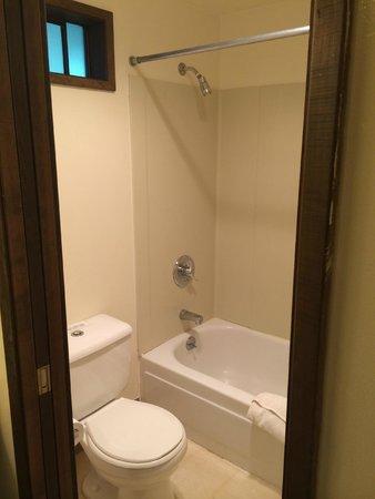 Glacier Bay Lodge - Bathroom
