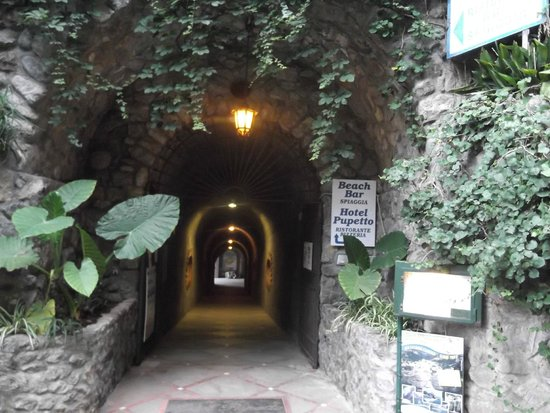 Path to  restaurant and hotels Pupetto and Vittoria