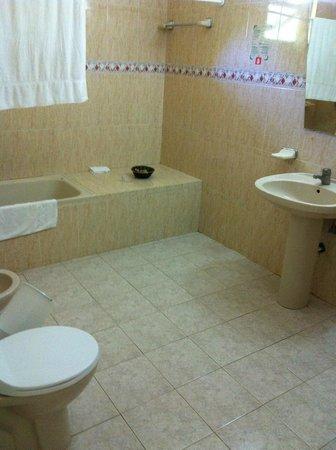 Be Live Experience Varadero: Huge bathroom in Casa