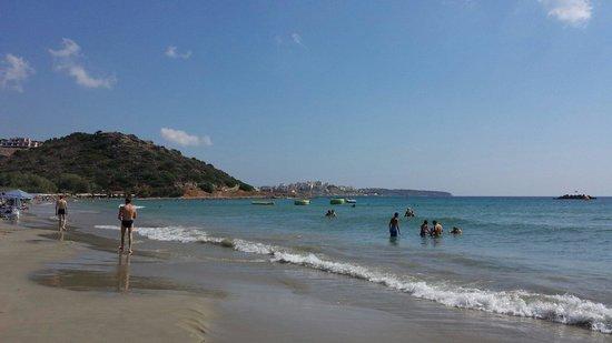 Ariadne Beach: Plage à 5 min à pied de l'hôtel