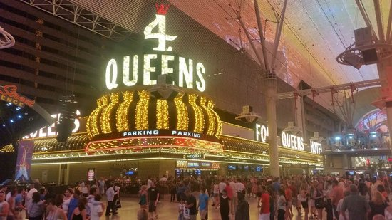 Four Queens Hotel and Casino: Four Queens casino from Fremont Street