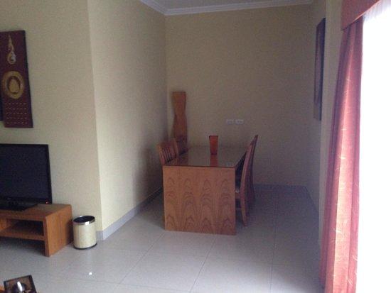 Baan Souy Resort: Dining room in suite