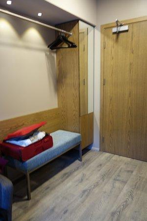 Icelandair Hotel Vik: Open Concept Closet