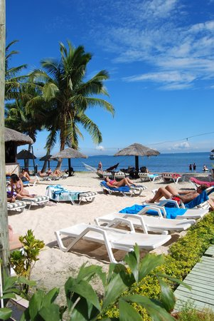 Smugglers Cove Beach Resort & Hotel: beachfront