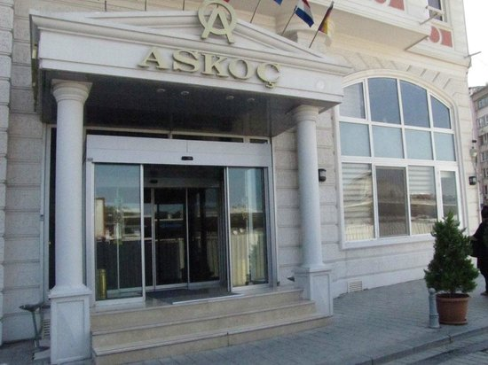 Askoc Hotel: entrance