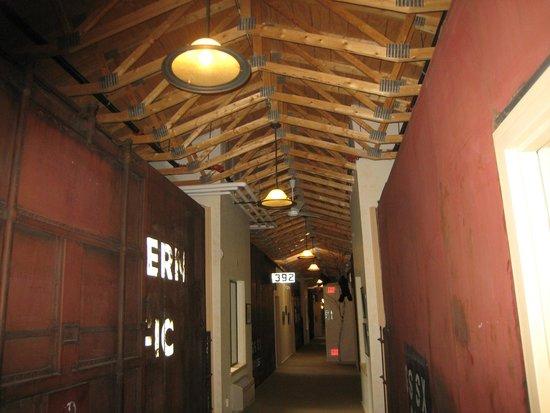Northern Rail Traincar Inn: Hallway