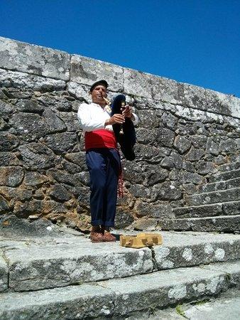 Poblado celta de Santa Tecla: Piper and gaita
