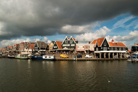 Amsterdam City Tours-Day tours: A view of Volendam Port