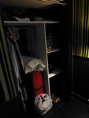 Hotel Design Sorbonne: closet area