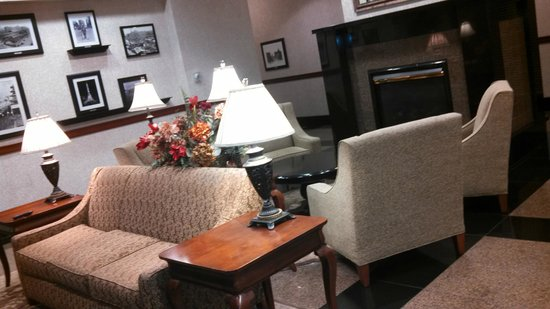 Drury Inn & Suites Indianapolis Northeast: Lobby. Nice place to meet and greet