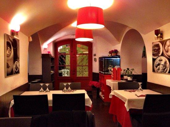 L'Escala Taiwanese Restaurant: Interior del local
