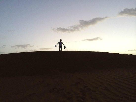 Top Desert: Climbing dunes at sunset