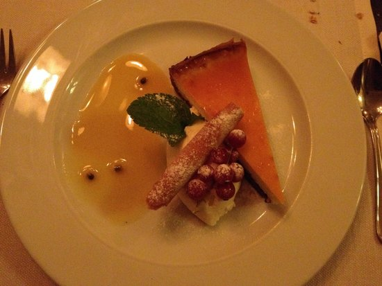 Weeva: cheesecake with passion fruit