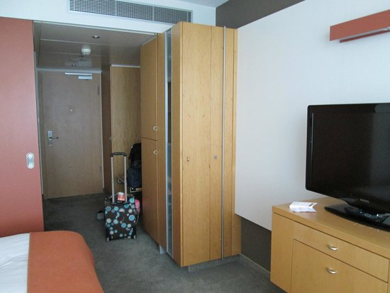 Steigenberger Airport Hotel Amsterdam: Basic room with Double Bed enterance