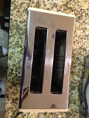Residence Inn Louisville East : Crumbs on toaster