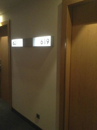 Steigenberger Airport Hotel Amsterdam: Hallway and numbering