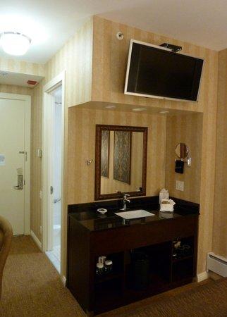 Hotel Griffon: sink in bedroom