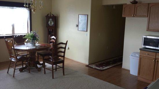 Dredge No.7 Inn: Dining Room at D street