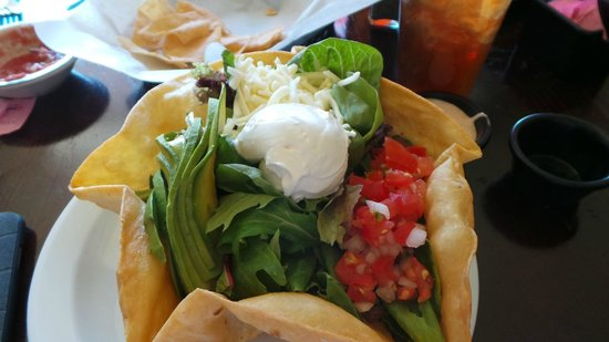 Habaneros Mexican Restaurant: Tostada salad with carne asada