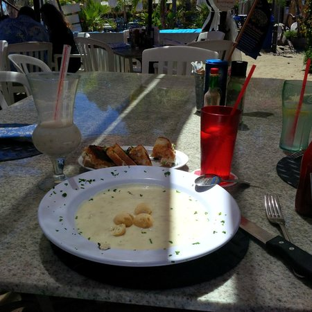 Paradise Cove Beach Cafe: Clam Chowder