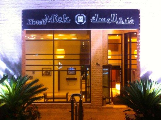 Hotel Misk: Fronte hotel la hall