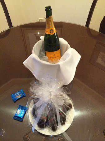 Old Mill Toronto : Champagne and chocolate covered strawberries.
