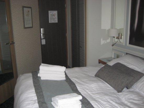 Best Western Premier Le Swann: Bed area