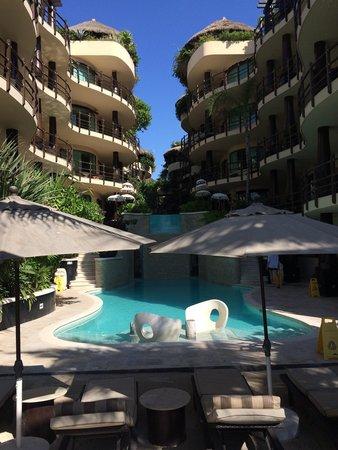El Taj Oceanfront & Beachside Condos Hotel: Nice condo