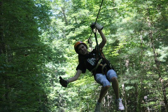 Wildwater Nantahala Falling Waters Resort & Canopy Tours: Ziplining through the canopy