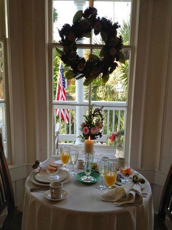 The Olde Savannah Inn: MY FAVORITE DINING SPOT!