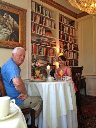 The Olde Savannah Inn: WONDERFUL COZY BREAKFASTS..