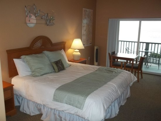The Waterfront at Potlatch Resort: King Jr. Suite with private balcony