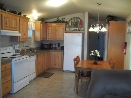 The Waterfront at Potlatch Resort: 2 Bedroom Cabin Kitchen