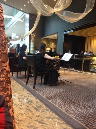 InterContinental Shanghai Puxi: Live music in the lobby cafe
