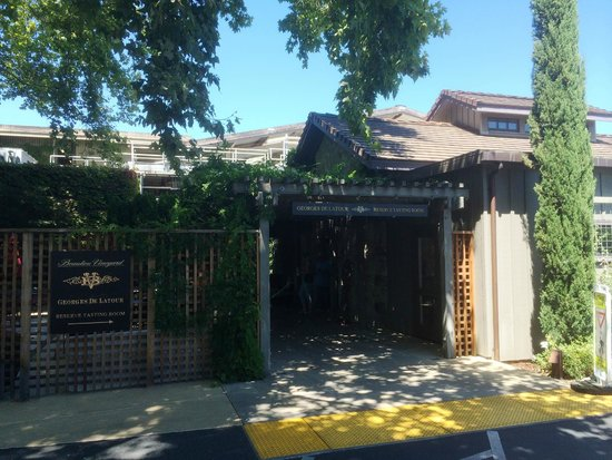 Beaulieu Vineyard: The Reserve Tasting Room Entrance