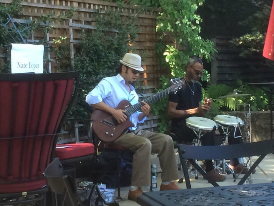 Beaulieu Vineyard: Jazz on the Patio