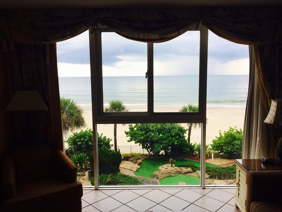 Grand Seas Resort: View from kitchen.