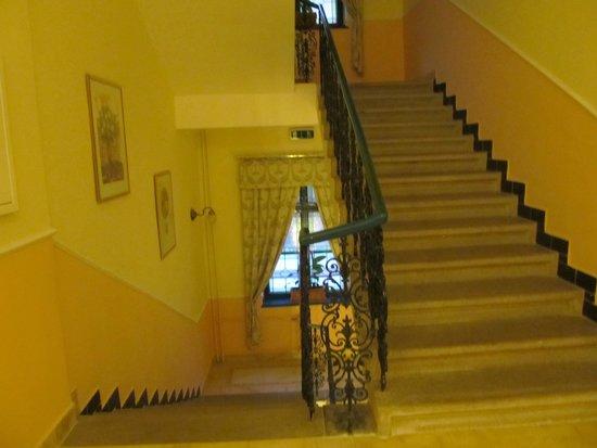 Anna Hotel: stairway