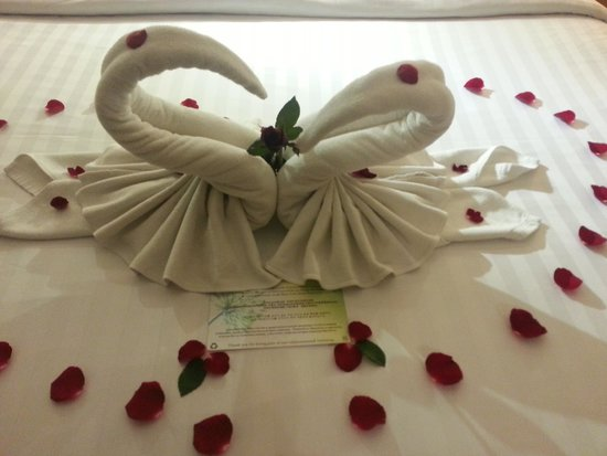 The Senses Resort: Bed decoration upon arrival