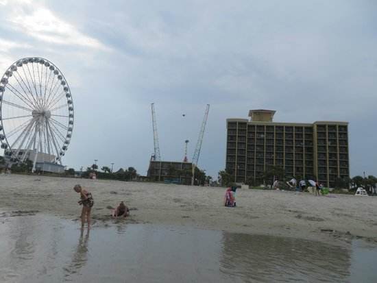 Holiday Inn at the Pavilion: Beach view