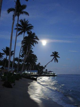 Saletoga Sands Resorts: Supermoon over Saletoga Sands, Samoa