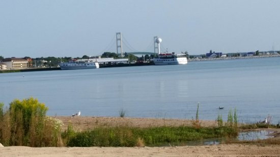 The Beach House : Mackinac Bridge
