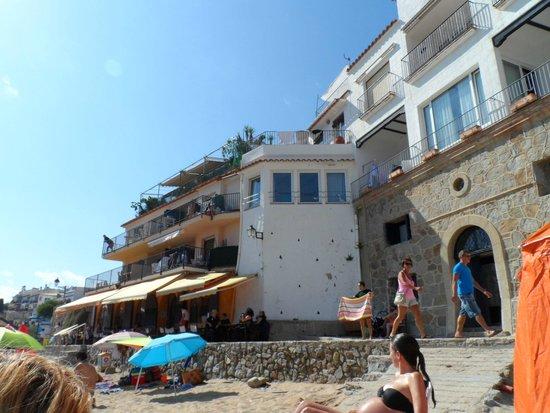 El Tragamar de Calella : La Ubicación preciosa por la panoramica a primera linea de mar.