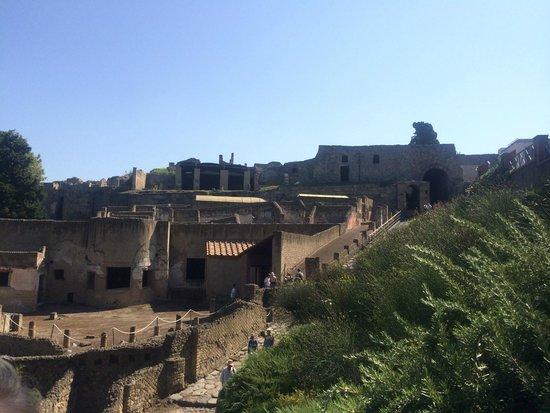 Easitalytours: entrance to pompeii