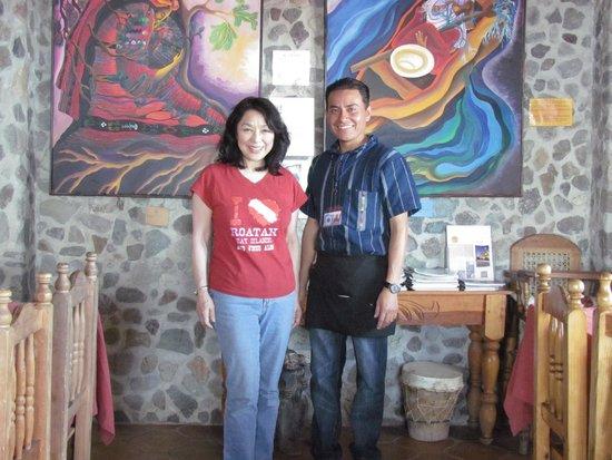 La Casa del Mundo Hotel : I chat with Casper in the dining room