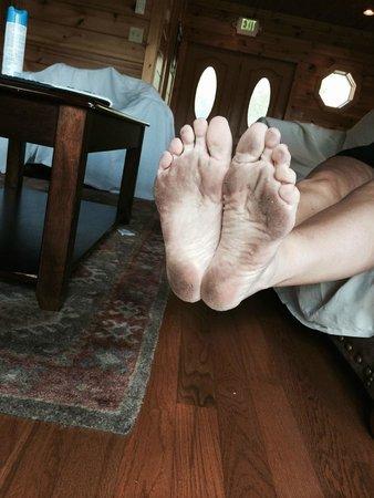 Gatlinburg Falls Resort: Floors Dirty-Never take your shoes off